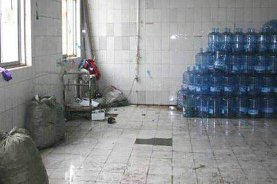 桶装水储存环境差