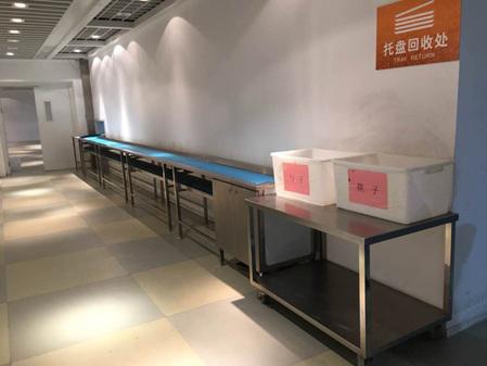 餐厅餐具回收区