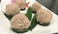 火锅店用切菜机制作火锅鱼丸