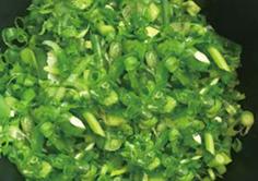 火锅店用切菜机制作葱花